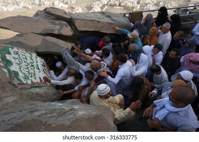 MECCA, SAUDI ARABIA - JUNE 2 : Muslims awaiting their turn to perform prayers at the cave of Hira on June 2, 2013. It was here that the first occurrence of revelation to Prophet Muhammad.