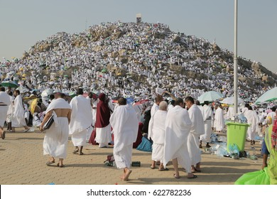 MECCA, SAUDI ARABIA, september 2016., Muslims at Mount Arafat (or Jabal Rahmah) in Saudi Arabia. This is the place where Adam and Eve met after being overthrown from heaven.