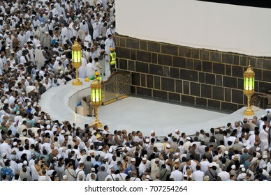 Mecca, Saudi Arabia - September 9, 2016: Muslim pilgrims put on their white ihrams praying in hijr ismail next to the holy Kaaba during Hajj in Saudi Arabia