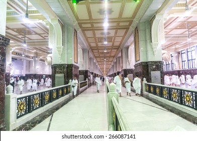 MECCA-MAR 13: Muslim pilgrims perform saei (brisk walking) from Safa mount from Marwah mount on March 13, 2015 in Mecca. Muslim pilgrims perform 7 rounds of saei from Safa mount to Marwah mount.