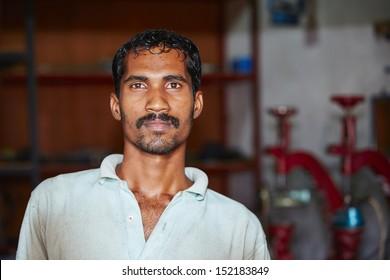 Mechanic in workshop - everyday life in Sri Lanka