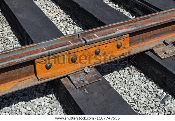 mechanical-butt-joint-rails-wooden-600w-