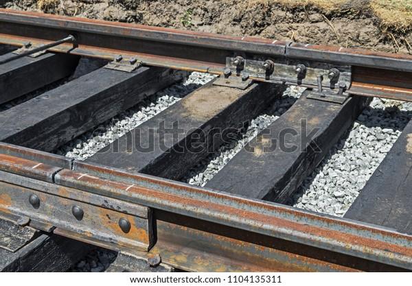 mechanical-butt-rails-wooden-sleepers-60