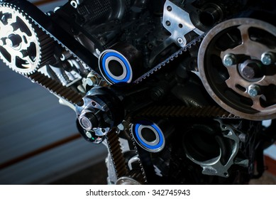 The mechanism of the valve timing control internal combustion engine. Check the timing belt
