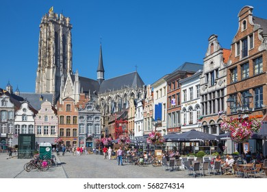 MECHELEN - SEPTEMBER 4: Grote markt and St. Rumbold's cathedral Sepetember 4, 2013 in Mechelen, Belgium.