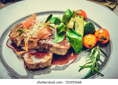 Medallions of veal, with sauce on a plate.