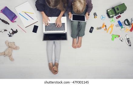 Adicción a los medios de comunicación / juventud moderna