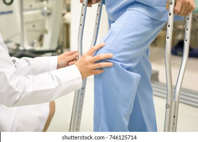 Medical and healthcare concept, Doctor is checking the patient's knee symptoms.