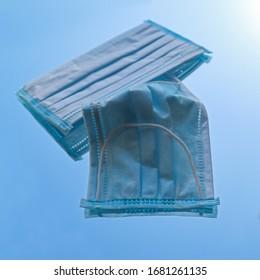 medizinische Einwegmasken. Individueller Atemschutzverbund zum Schutz vor Viren, Infektionen. Einfache Atemschutzfilter bei Influenzaepidemie oder einer Koronavirus-Pandemie.