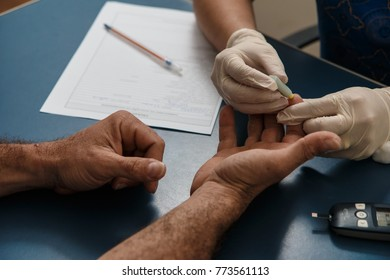 medical or nursing care of a patient to measure blood levels of glycogen, to examine the possibility of diabetes. Use of a measuring device where a small sample of blood is collected.