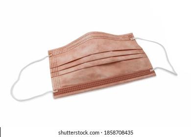 medizinische Schutzmaske mit Kupferoxid einzeln auf weißem Hintergrund, Studioaufnahme