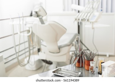 Medical room with odontological device and instruments