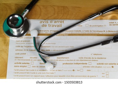 Medical work stop notice written in french and black stethoscope