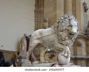 """""""Medici Lion"""" marble sculpture in Loggia dei Lanzi in Florence, Italy"""