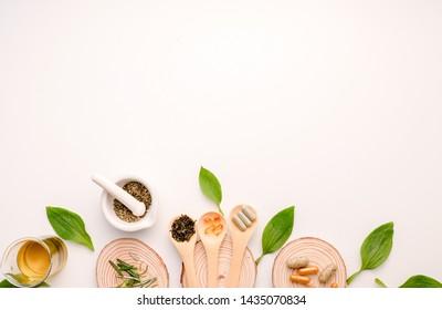 Kräutermedizin. die natürliche organische Kräuterpflanze im Labor. Ölkapsel, alternative Behandlung durch Ernährung für Gesundheit und Wellness.