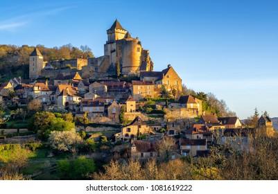 Medieval Castelnaud-la-Chapelle hilltop village with Chateau de Castelnaud castle, Dordogne, Perigord noir, France