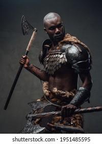 mittelalterlicher Kämpfer mit einer Axt