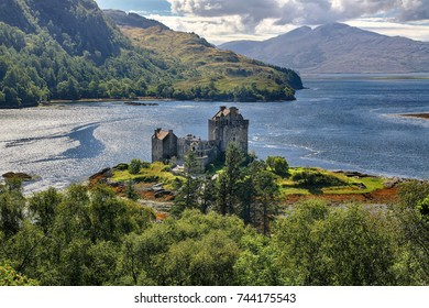 Medieval fortress Eilean Donan Castle (Western Highlands, Scotland)