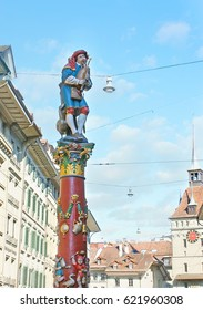 The medieval Pfeiferbrunnen fountain depicts the minstrel, playing the bagpipes, standing on the colorful pillar, Spitalgasse, Bern, Switzerland.