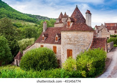 Medieval stone houses in the beautiful village of Autoire, region Languedoc-Roussillon-Midi-Pyrenees, department Lot, France, Europe