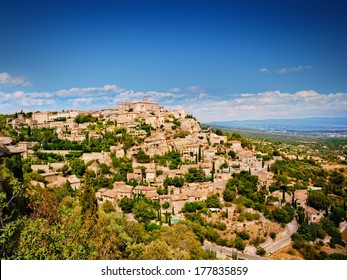 Medieval village Gordes in Vaucluse, French Provence