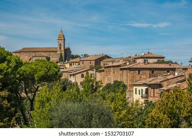 The medieval village of Montalcino is placed on top of a rocky spur rising up to over 600 meters above sea level and it's completely encircled by fortified walls. Montalcino is placed in Val d'Orcia