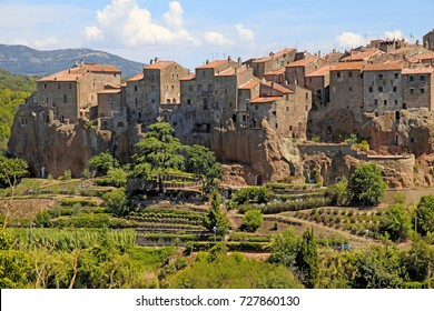 medieval village Pitigliano founded in Etruscan time on the tuff hill, Grosseto, Tuscany, Italy