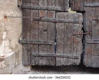 medieval wooden door in Avignon/France (Pope's palace)