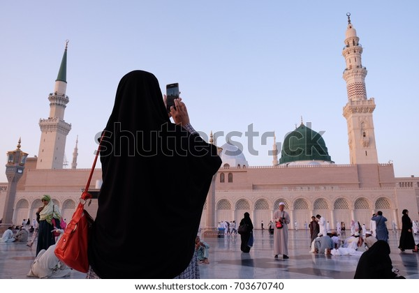 MEDINA, SAUDI ARABIA - 1 DISEMBER 2016 : Muslim pilgrimages taking photograph of Green Dome at Prophet Muhammad Mosque or Masjid Nabawi.