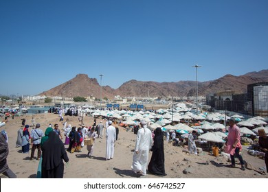 MEDINA, SAUDI ARABIA - APRIL 19, 2016 : Mount Uhud Is A Mountain North Of Medina, Saudi Arabia. It Is 1,077m (3,533ft) High And Was The Site Of The Battle of Uhud Which Was Fought On 19 March, 625 AD.