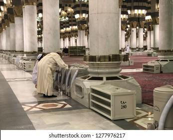 MEDINA, SAUDI ARABIA - DEC 17, 2018: Muslim man drinks zam zam water inside Masjid Nabawi. Zamzam water are freely and available in abundant here.