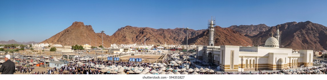 MEDINA, SAUDI ARABIA - FEB 02: Muslims who came to visit the martyrs of Uhud on February 02, 2017 in Medina, KSA. General view of the battle of Uhud top archers