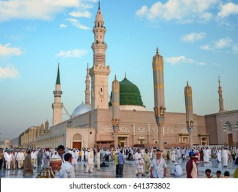 MEDINA, SAUDI ARABIA - SEPTEMBER 7: Muslims marching in front of the mosque of the Prophet Muhammad on September 7, 2010 in Medina, KSA. Prophet's tomb is under the green dome.