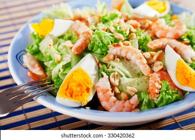 Mediterranean salad with shrimps and eggs, one portion
