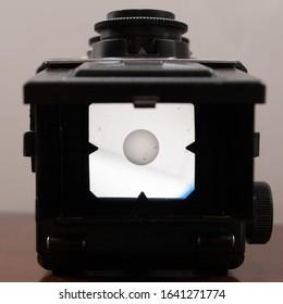 Medium format camera viewfinder in dark environment