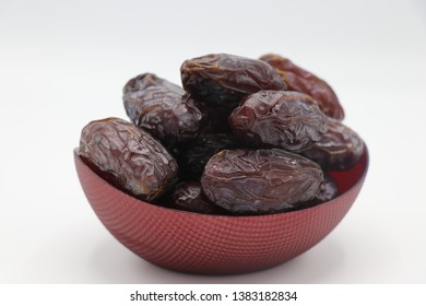 Medjoul dates are known as the 'King of Dates' due to their size and rich caramel succulence. Both gourmet and wholesome, Medjouls are high in fibre and potassium, with a natural sweetness that makes