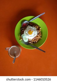 Mee Goreng Mamak is a Malaysian dishes. The yellow noodle is fried with special ingredients and topping with fried egg.