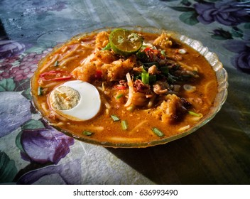 Mee Rebus is a noodles dish popular in Malaysia, Indonesia and Singapore. It also called Mi Kuah. This dish is made of yellow egg noodles with a spicy slightly sweet curry like gravy.