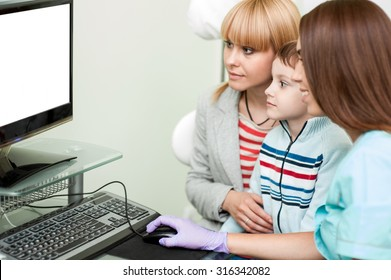 Meeting child and mother with doctor at specialized children's hospital and showing health of the patient on the screen