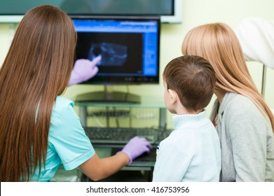 Meeting child and mother with doctor at specialized children's hospital and looking for the screen to know health of the patient on the screen