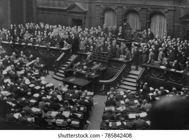 Meeting of delegates in the Great Hall of the Reichstag, Nov. 1918. Delegates of Soldiers and Workmens councils replaced traditional politicians in the revolutionary Reichstag. An Executive Council of