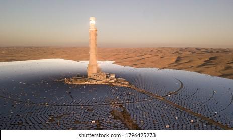 Das Megalim-Solarkraftwerk in der Negev-Wüste in Israel. Das Megalim-konzentrierte Solarkraftwerk und das Thermalkraftwerk in der israelischen Negev-Wüste sind in Betrieb.