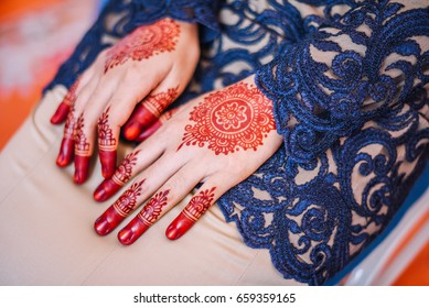 Mehendi Henna pattern on bride's hand at a wedding.selective focus.tone image