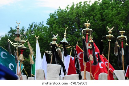 Mehter, brigadier, Traditional Turkish army music team flag and bricks