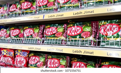 MELAKA, MALAYSIA - April 13, 2018 : Kit kat snack on shelf rack display in the Tesco store.
