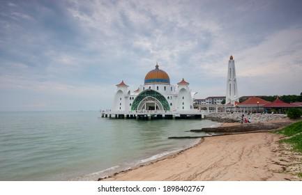 MELAKA,MALAYSIA-CIRCA 2018:View of the the old Masjid Selat Melaka..