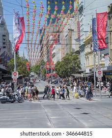 Melbourne Australia December 30 2014 Pedestrians Cross The Road On Swanston Street