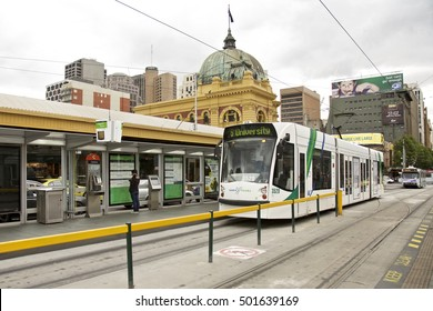 MELBOURNE, AUSTRALIA - NOVEMBER 04 2009: Flinders street station the iconic of Melbourne, Australia.