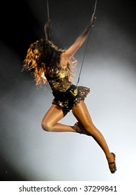 "MELBOURNE - SEPTEMBER 15 - Beyonce performs to a packed Rod Laver Arena in the first Australian show of her 2009 ""I Am..."" tour on September 15, 2009, in Melbourne, Australia"
