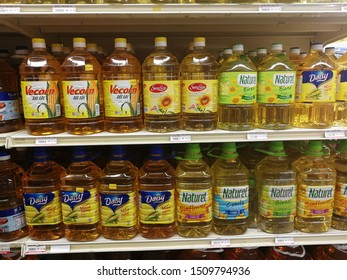 MELIMEWA SUPERSTORE Kudat sabah, Malaysia - 20 September 2019 : The COOKING OIL with various brand is stacked on the shelves at MELIMEWA SUPERSTORES is ready for sale to the customers.